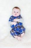 五个月婴孩在毛皮格子花呢披肩说谎 免版税库存照片
