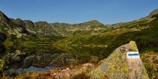 五个湖谷早晨在Tatra 免版税库存照片