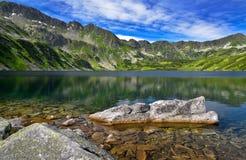 五个湖谷的风景在Tatras山的 免版税库存图片