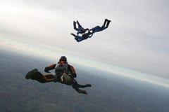 五个跳伞运动员 免版税库存照片