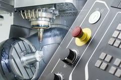 五个轴CNC机器的抽象场面 免版税库存照片