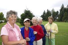 五位高尔夫球运动员微笑 库存照片