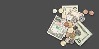 五元美钞和硬币 库存照片