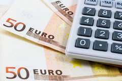 五十张欧洲票据和计算器 免版税库存图片