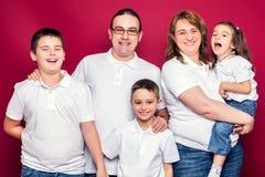 五名成员家庭微笑 图库摄影