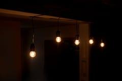 五在一个暗室包括电灯泡 免版税库存图片