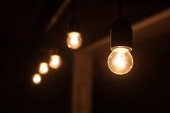 五在一个暗室包括电灯泡 库存照片