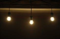 五在一个暗室包括电灯泡 免版税图库摄影
