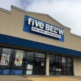 五在店面下 免版税图库摄影