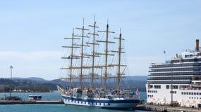 五在科孚岛希腊掌握了高船 库存照片
