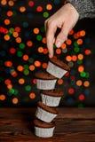 五块巧克力杯形蛋糕 免版税库存照片