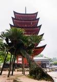 五层塔(Gojunoto)在宫岛海岛上 库存照片