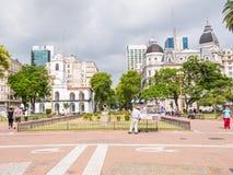 五月广场和Cabildo大厦的人们在布宜诺斯艾利斯, Ar 图库摄影