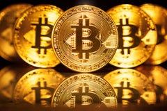 五枚真正硬币Bitcoins 免版税图库摄影
