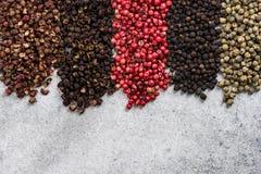 五种胡椒颜色和品种倒栽跳水大模型 免版税库存照片
