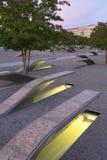 五角大楼纪念品以184条空的长凳为特色 免版税图库摄影