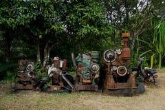 五谷图象:关闭老机器工厂制造钢和使用在摒弃的过去打破的和土气机器fa 免版税库存图片