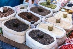 五谷坚果谷物和菜在街道地方市场上在大吉岭 印度 库存照片