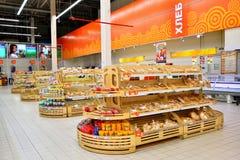 五谷部门的全视图在大型超级市场Karusel 库存照片
