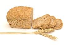 五谷面包和麦子 库存照片