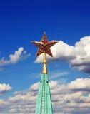 五针对性的星由宝石红玻璃制成 免版税库存图片