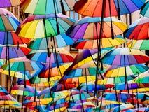 五颜六色伞垂悬 库存照片