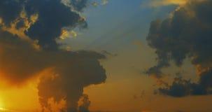 五颜六色和明亮的云彩时间间隔录影4k的运动 影视素材