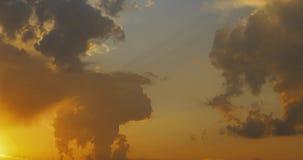 五颜六色和明亮的云彩时间间隔录影4k的运动 股票视频