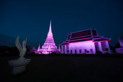 五颜六色在Phra Samut Chedi塔微明在泰国 库存照片