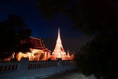 五颜六色在Phra Samut Chedi塔微明在泰国 免版税库存图片