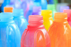 五颜六色塑料瓶 免版税库存照片