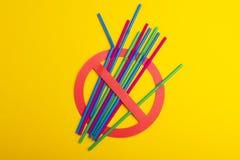 五颜六色塑料秸杆 免版税库存图片