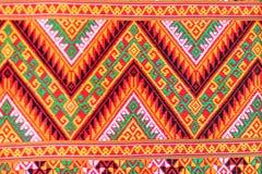 五颜六色当地泰国样式丝绸和纺织品样式 Beautif 库存图片