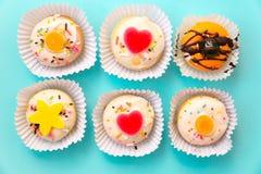 五颜六色微型多福饼蛋糕点心 库存照片