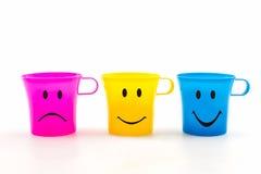 五颜六色有表示的杯子 免版税库存图片