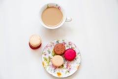 五颜六色甜点法国点心的蛋白杏仁饼干 图库摄影