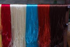 五颜六色的丝光木棉串 免版税库存图片