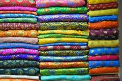 五颜六色的丝绸布料 免版税库存照片