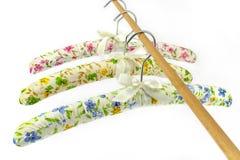 五颜六色的丝绸晒衣架 库存图片