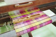 五颜六色的丝绸线程数 库存照片