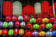 五颜六色的中文报纸灯笼Panjuan跳蚤市场北京池氏 图库摄影
