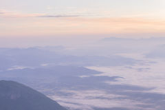五颜六色的云彩在黎明 库存照片