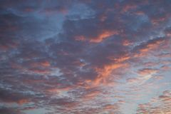 五颜六色的云彩在10月 免版税库存照片