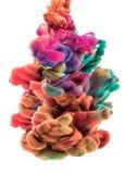 五颜六色的云彩 颜色下降了在水面下 颜色下落 免版税库存图片