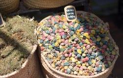 五颜六色的仙人掌在中东的市场上开花 库存照片