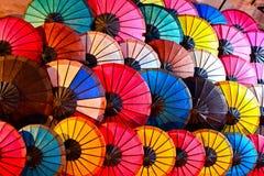 五颜六色的伞抽象背景 库存图片