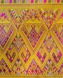五颜六色的传统泰国丝绸纺织品手工造纹理 免版税库存照片