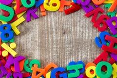 五颜六色的信件和数字边界  免版税图库摄影