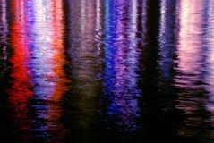 五颜六色的光反射水 库存图片