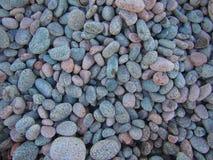 五颜六色的光滑的圆的石头 免版税库存图片